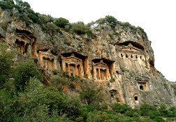 Главная достопримечательность Фетхие - Ликийские гробницы